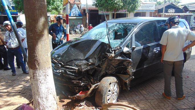 Tai nạn liên hoàn trên Quốc lộ 26, 2 người bị thương nặng - Ảnh 2.