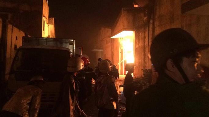Cháy lớn trên giao lộ Hoàng Diệu- Nguyễn Tất Thành, quận 4 - Ảnh 8.