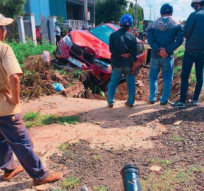 BMW tông xe máy, 1 người tử vong - Ảnh 1.