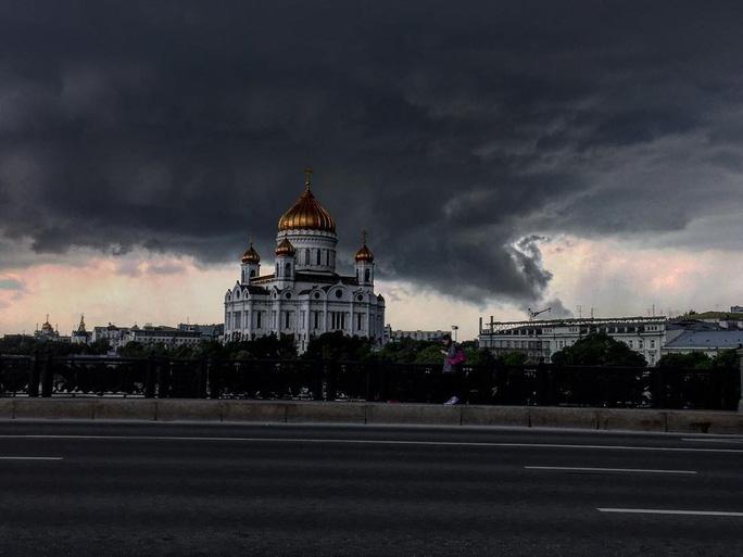 Bão lớn nhất trong vòng 90 năm càn quét Moscow - Ảnh 3.