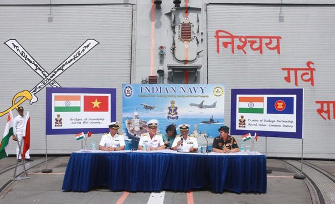 Tàu Hải quân Ấn Độ thăm thành phố Hải Phòng - Ảnh 9.