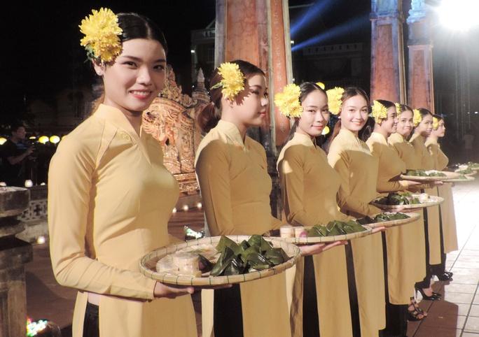 Ấn tượng thời trang tại Đêm lụa Phương Đông huyền ảo          - Ảnh 4.