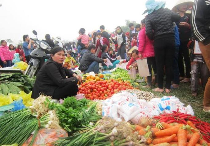 Sản vật quê được đem đến phiên chợ