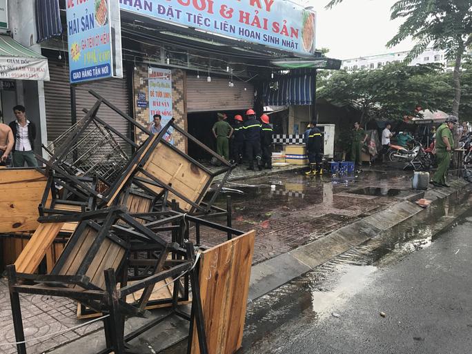 Hiện trường vụ cháy ở quán nhậu mặt tiền đường Phạm Văn Đồng
