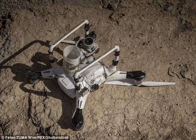 IS có thể cải tiến UAV thành vũ khí nguy hiểm. Ảnh: REX