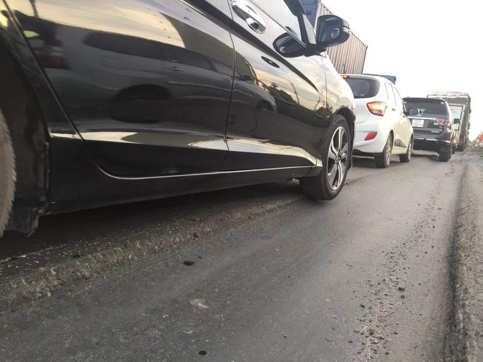 Nhiều ô tô khi lưu thông qua các sóng trâu, 2 bánh bị treo lơ lửng hoặc chỉ bám được một nửa vào mặt đường nên có thể lật bất cứ lúc nào