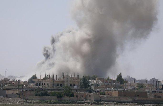Thảm cảnh ở Raqqa: Ra khỏi nhà là thấy thi thể - Ảnh 2.