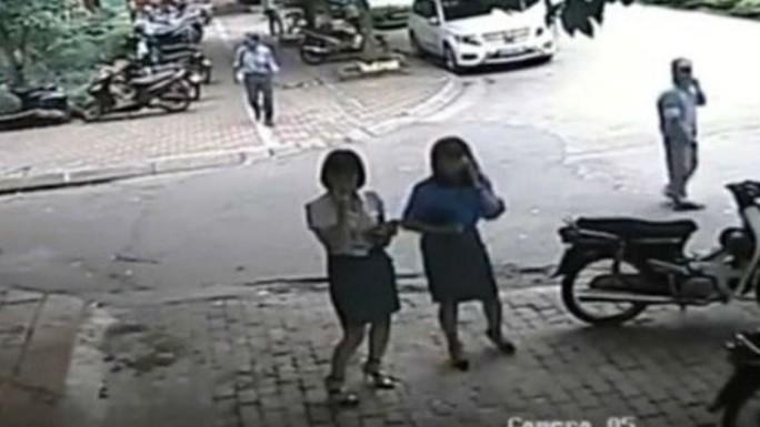 Phó chủ tịch quận Thanh Xuân đề nghị điều tra tin nhắn khủng bố - Ảnh 2.