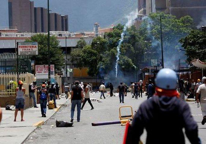 Venezuela: Đụng độ tại đình công triệu người, 3 người chết - Ảnh 2.