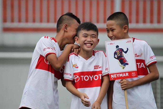 Hồng Sơn, Minh Tuấn khai mạc khóa tập huấn hè bóng đá thiếu niên Toyota 2017 - Ảnh 1.