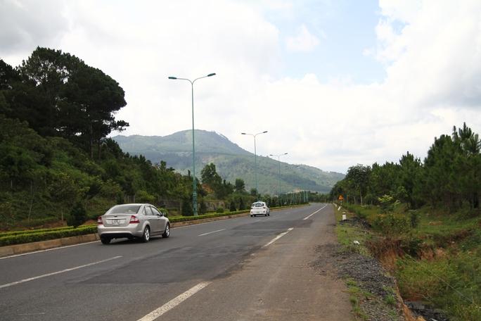 Cận cảnh đường cao tốc Liên Khương - Đà Lạt xuống cấp - Ảnh 1.