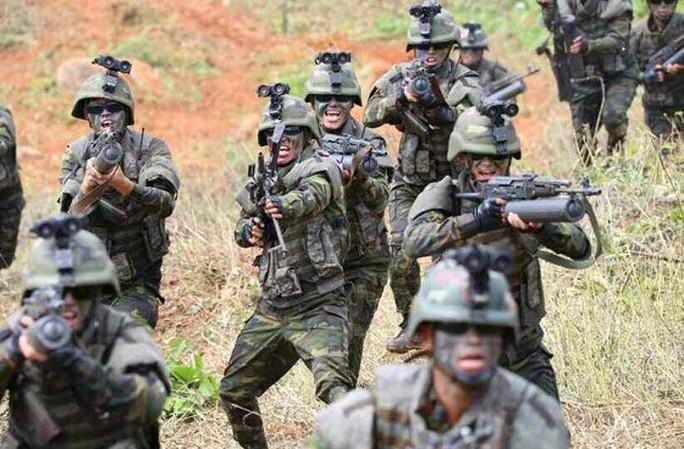 Cận cảnh Triều Tiên tập trận tấn công đảo Hàn Quốc - Ảnh 3.