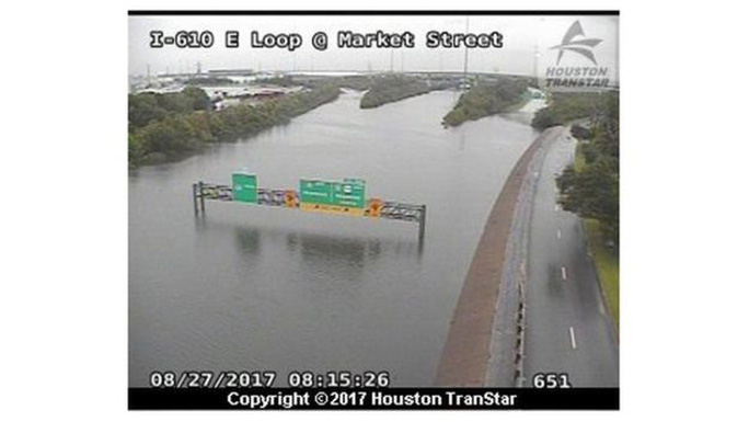 Mỹ: Bức ảnh gây sốc trong bão Harvey - Ảnh 5.