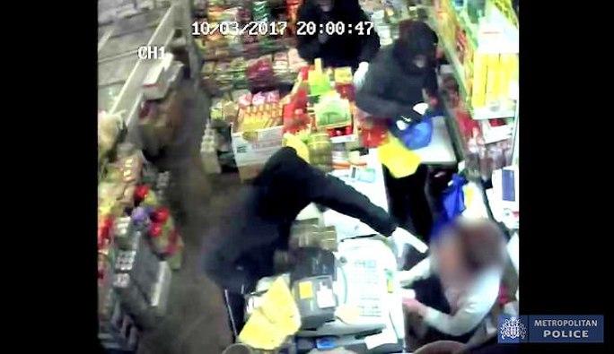 Anh: 2 phụ nữ gốc Việt bị tấn công axít - Ảnh 2.
