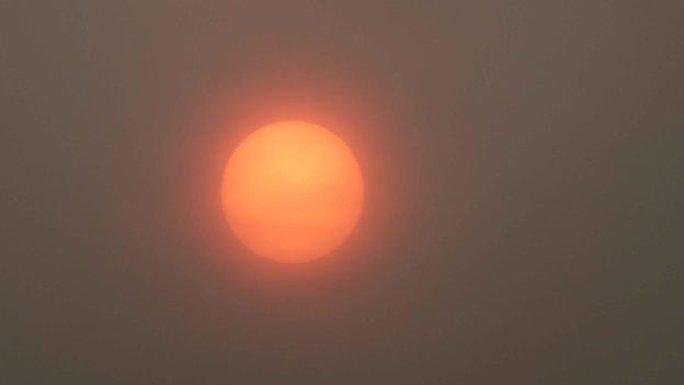 Bão mạnh làm mặt trời đỏ bất thường, thổi bùng cháy rừng - Ảnh 6.