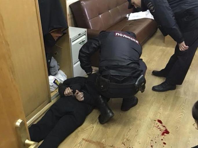 Nga: Người dẫn chương trình nổi tiếng bị đâm cổ ngay trong đài - Ảnh 3.