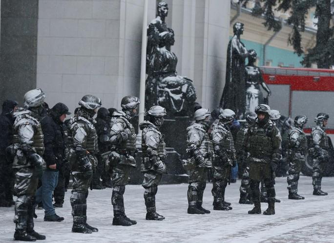 Cựu tổng thống Georgia chơi đuổi bắt với an ninh Ukraine - Ảnh 2.