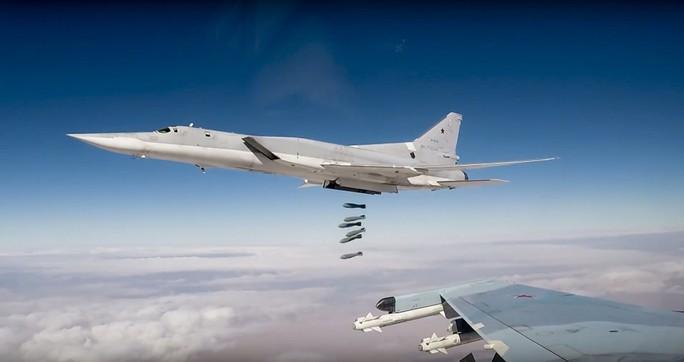 Binh sĩ Nga chặn tổng thống Syria lại gần ông Putin - Ảnh 2.