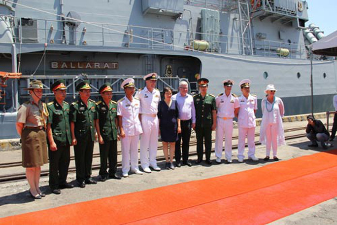 Tàu hộ vệ HMAS Ballarat Úc thăm TP Đà Nẵng - Ảnh 1.