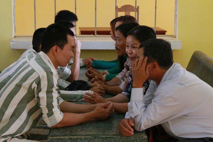 300 phụ nữ được gặp chồng con trong trại giam - Ảnh 1.