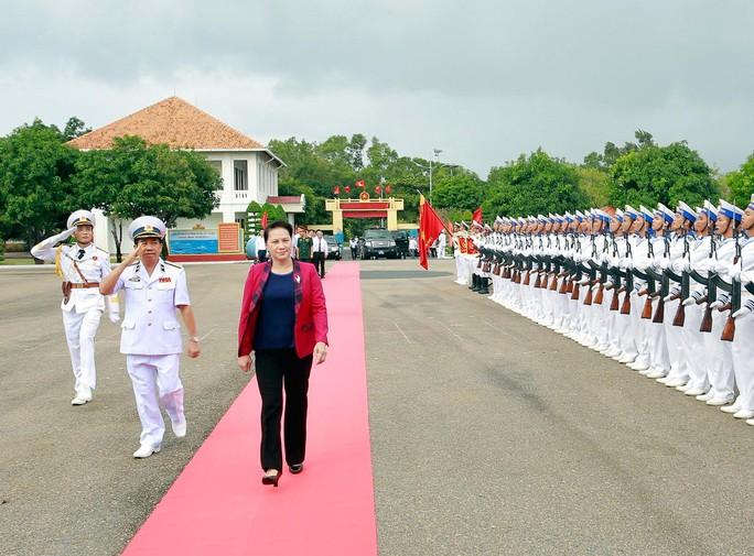 Chủ tịch Quốc hội thăm các đơn vị Hải quân - Ảnh 1.
