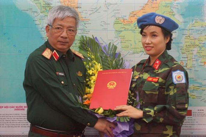 Nữ sĩ quan đầu tiên làm nhiệm vụ gìn giữ hòa bình LHQ - Ảnh 1.