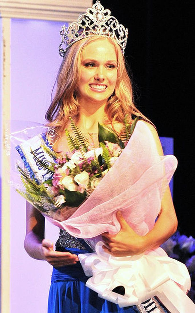 Ngắm nhan sắc tân Hoa hậu Hoàn vũ Canada - Ảnh 7.