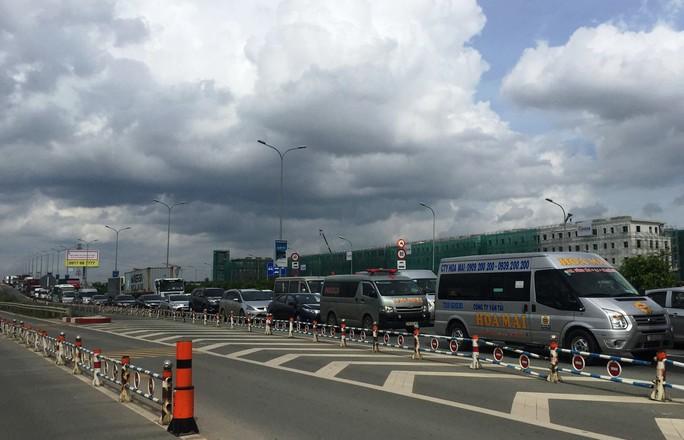 Xe khách Thành Bưởi gây tai nạn liên hoàn trên đường dẫn cao tốc - Ảnh 3.