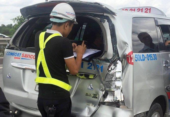 Xe khách Thành Bưởi gây tai nạn liên hoàn trên đường dẫn cao tốc - Ảnh 1.