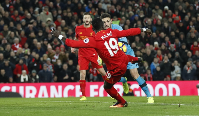 Cú đúp của tiền đạo người Senegal giúp Liverpool đánh bại Tottenham để tạm vươn lên vị trí thứ tư trên bảng xếp hạng