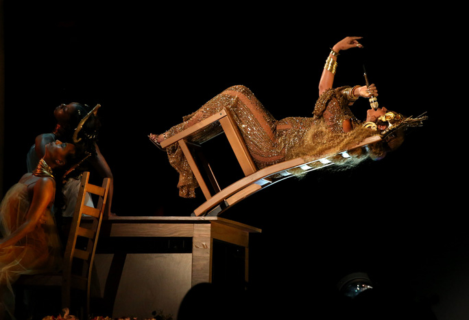 Beyonce diễn nhiệt tình dù mang song thai