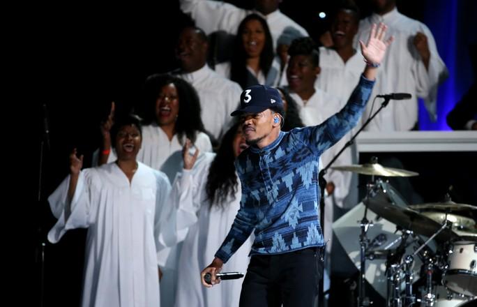Chance the Rapper trình diễn nhiệt tình