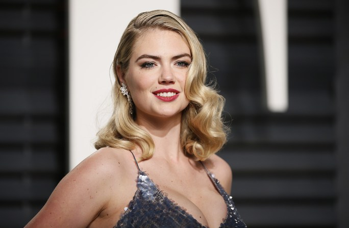 """Sao nữ khoe """"vòng một"""" tiệc hậu Oscar 89"""