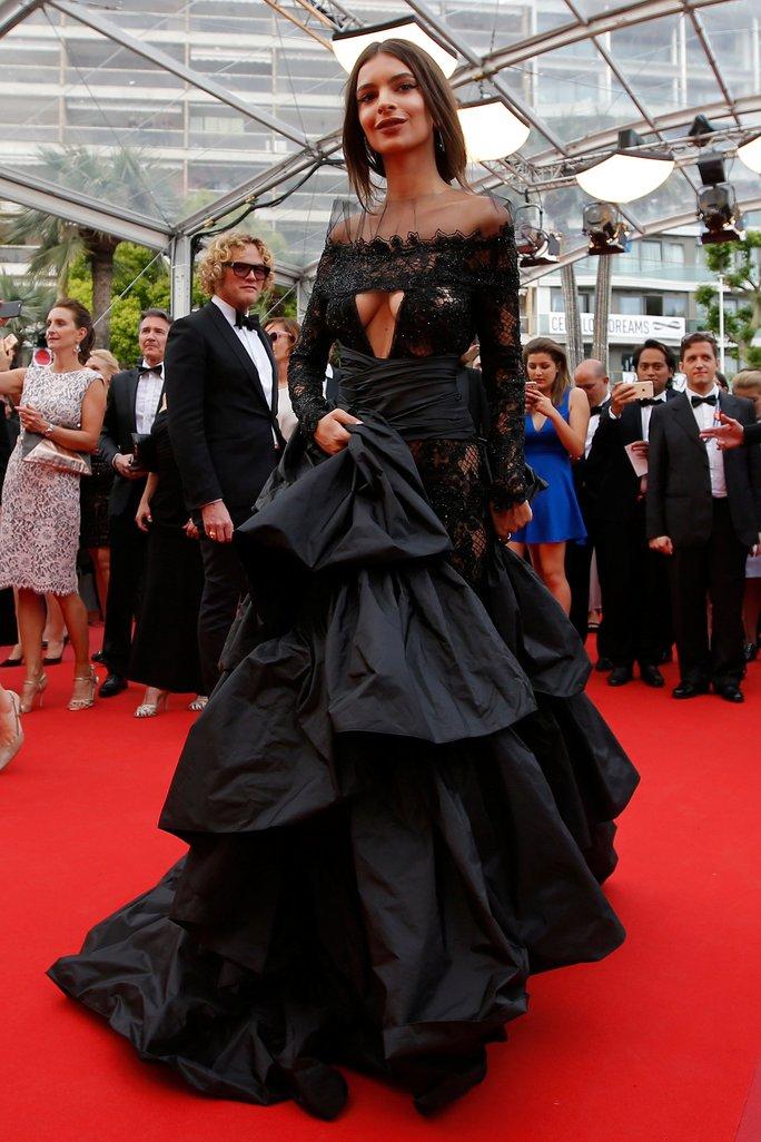 Người mẫu bạch biến tự tin khoe dáng tại Cannes 70 - Ảnh 6.