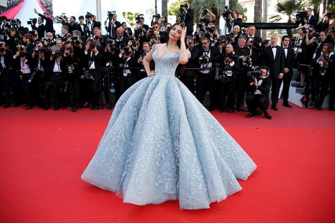 Mỹ nhân Aishwarya Rai lộng lẫy trên thảm đỏ Cannes - Ảnh 6.