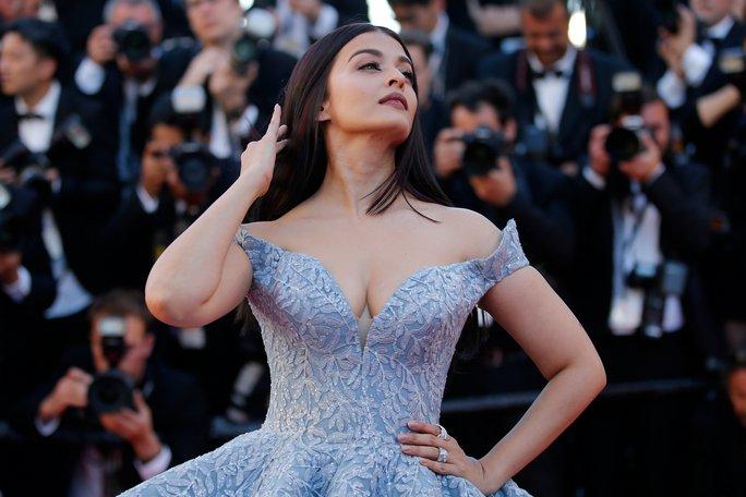 Mỹ nhân Aishwarya Rai lộng lẫy trên thảm đỏ Cannes - Ảnh 4.