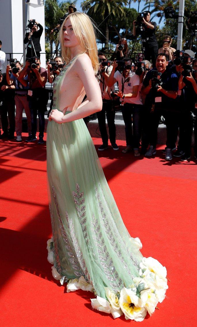 Elle Fanning đọ sắc Nicole Kidman trên thảm đỏ - Ảnh 4.