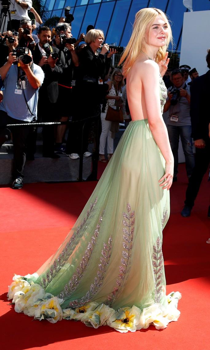 Elle Fanning đọ sắc Nicole Kidman trên thảm đỏ - Ảnh 3.