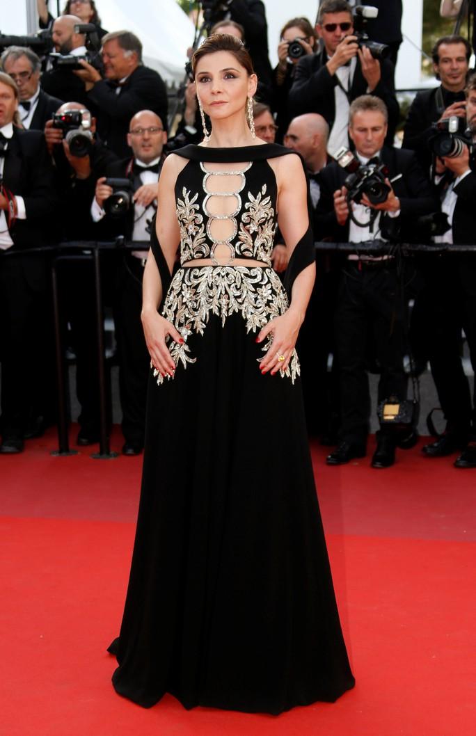 Elle Fanning đọ sắc Nicole Kidman trên thảm đỏ - Ảnh 16.