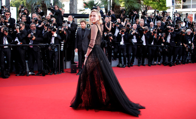 Siêu mẫu Irina Shayk đẹp cuốn hút trên thảm đỏ - Ảnh 5.