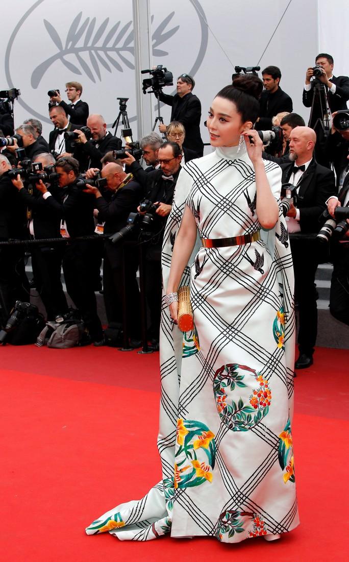 Phạm Băng Băng diện đầm xuyên thấu dự bế mạc LHP Cannes - Ảnh 6.