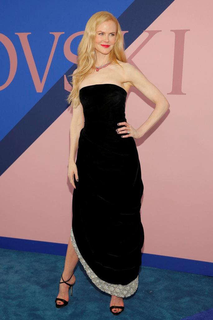 Nicole Kidman vẫn tỏa sáng ở tuổi 50 - Ảnh 1.