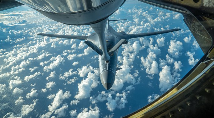 Máy bay chở hơn 300 người suýt trúng tên lửa Triều Tiên - Ảnh 1.