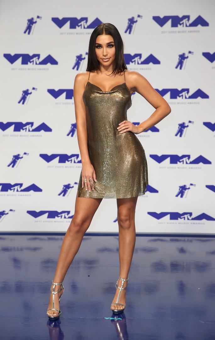 Mốt khoe ngực được chuộng tại MTV VMA 2017 - Ảnh 9.