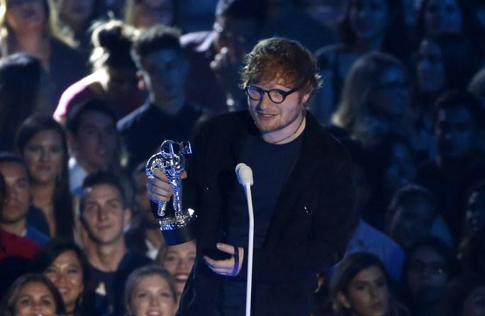 Mốt khoe ngực được chuộng tại MTV VMA 2017 - Ảnh 14.