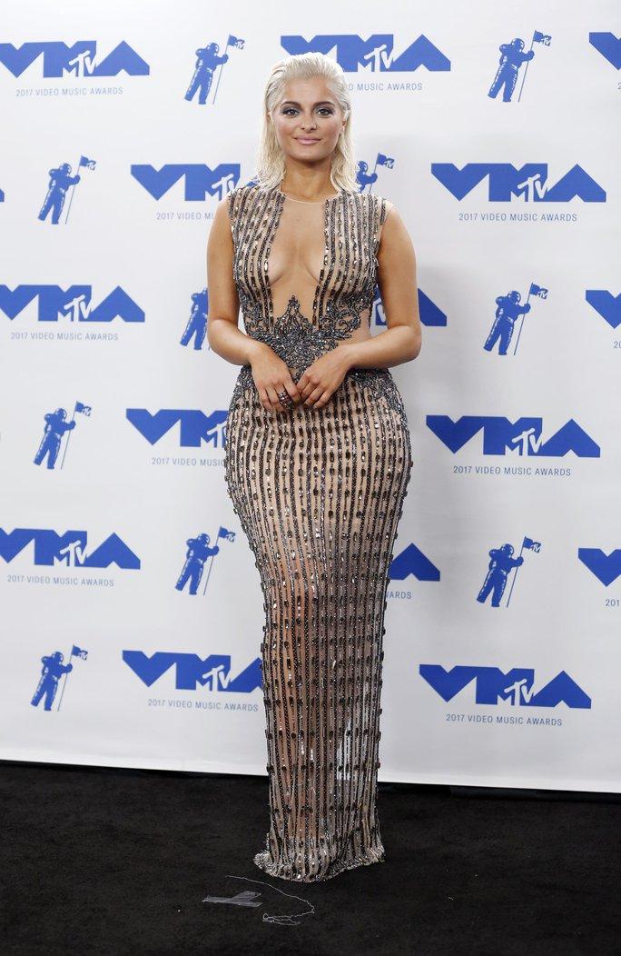 Mốt khoe ngực được chuộng tại MTV VMA 2017 - Ảnh 8.