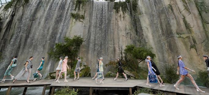 Thác nước lung linh trong sô thời trang Chanel - Ảnh 3.