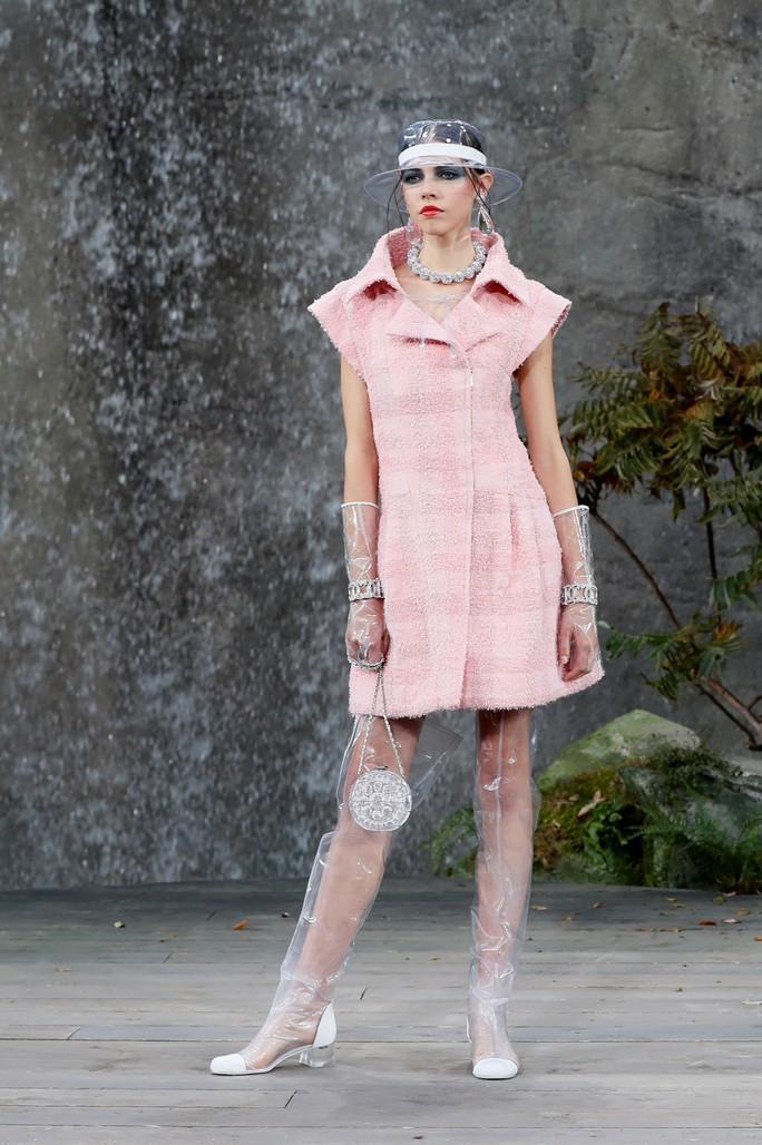 Thác nước lung linh trong sô thời trang Chanel - Ảnh 20.