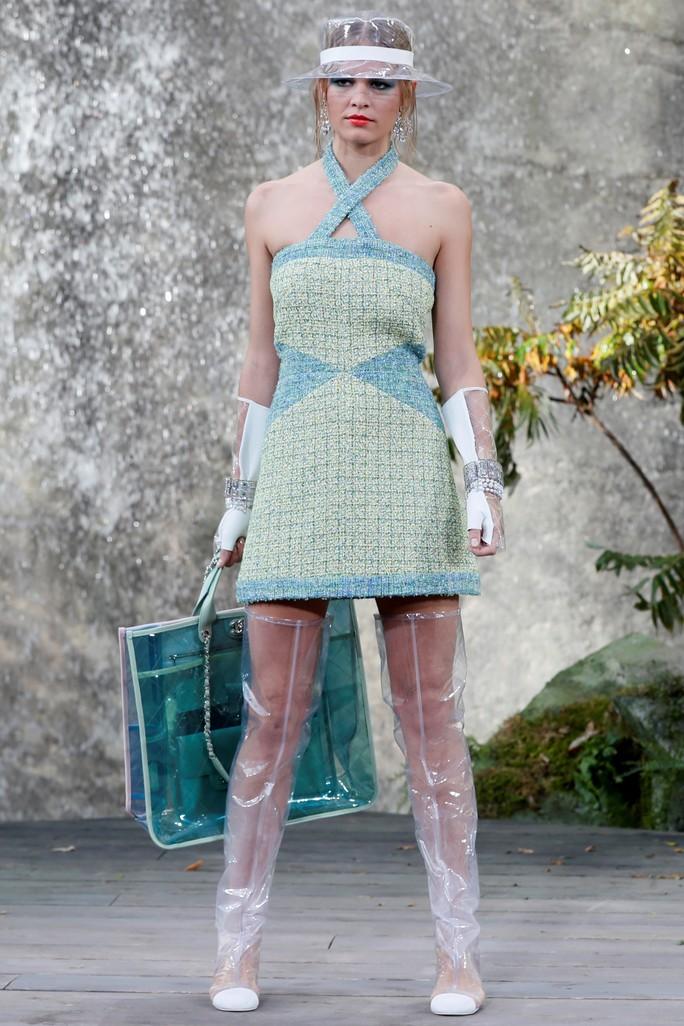 Thác nước lung linh trong sô thời trang Chanel - Ảnh 11.