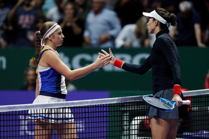 Muguruza xinh đẹp ghi điểm tại WTA Finals - Ảnh 2.